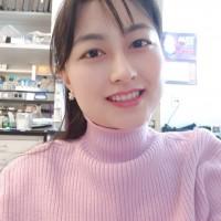 Headshot of Angela Park